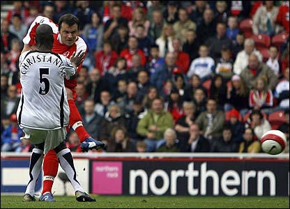 Mark Viduka scores his 18th goal of the season to give Boro the lead
