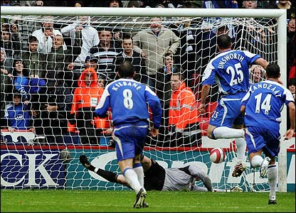 Wigan's David Unsworth scores a penalty