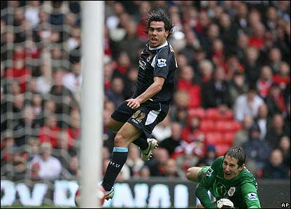 Carlos Tevez scores for West Ham