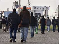 Migrants heading for English ports from Calais