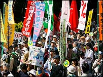 Thousands march in support of Japan's pacifist constitution on its 60th anniversary - 3 May 2007