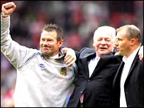 Chris Hutchings (left) with Dave Whelan and Paul Jewell (right)