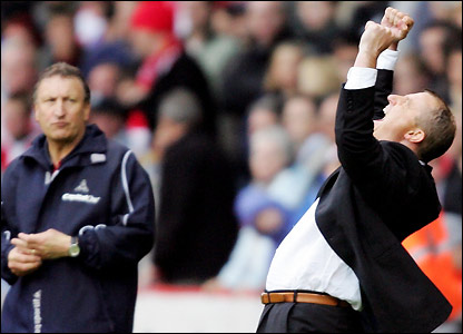 Jewell celebrates as Sheffield United boss Neil Warnock looks on
