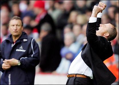Jewell celebrates as Sheffield United boss Neil Warnock looks on