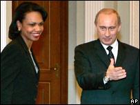 Condoleeza Rice y Vladimir Putin (foto de archivo)