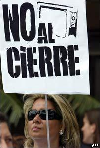 Mujer protesta ante el Tribunal Supremo de Justicia
