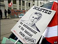 Плакат 'Наших': 'Разыскивается посол фашистского государства Эстония'