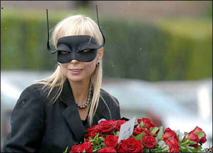 A mourner wears stylish headwear at the funeral of Isabella Blow