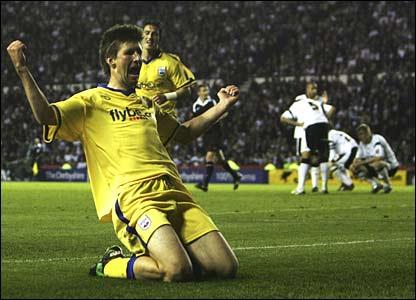 Grzegorz Rasiak scores for Southampton