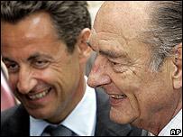 Sarkozy y Chirac en una ceremonia de conmemoración a las víctimas de la esclavitud