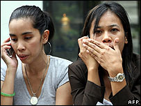 Evacuated staff from Bangkok office blocks - 16 May 2007