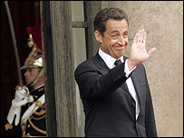 Nicolas Sarkozy bids farewell to Jacques Chirac - 16 May 07