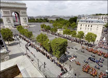 Nicolas Sarkozy is driven to the tomb of the unknown soldier beneath the Arc de Triomphe