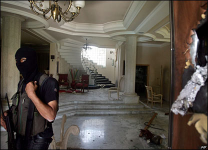Fatah security officer inside home of Fatah security chief Rashid Abu Shbak