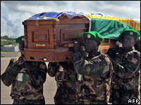 Ugandan peacekeepers carrying the coffin of a dead colleague