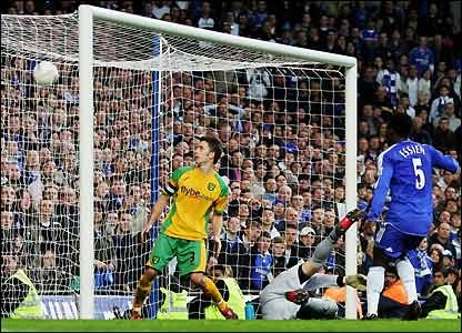 Michael Essien scores the third for Chelsea