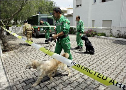 Portuguese police officers with search dogs