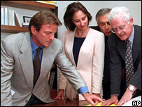 Bernard Kouchner (far left), Segolene Royal (centre) and other colleagues from the Socialist Party (file image from 1997)