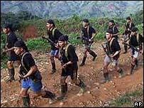 Paramilitares en entrenamiento