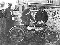 A 1907 entrant with his bike (Picture: Fottofinders)