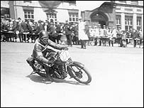 A rider takes a corner in 1928 (Picture: <span class=