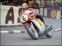 A rider corners in 1971 (Picture: Fottofinders)
