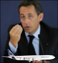 فرنسا ستبيع حصتها في الشركة المالكة لأيرباص..... _42944095_airbus_300_afp