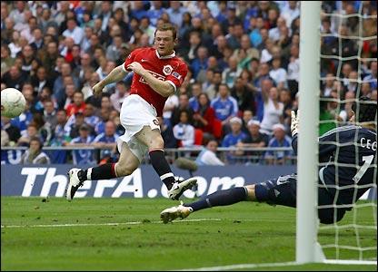 Wayne Rooney fires wide