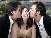 Actors Josh Brolin (left) and Javier Bardem kissing actress Kelly MacDonald