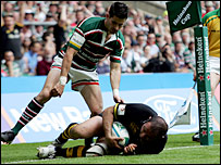Wasps' Raphael Ibanez scores his side's second try in the Heineken Cup final