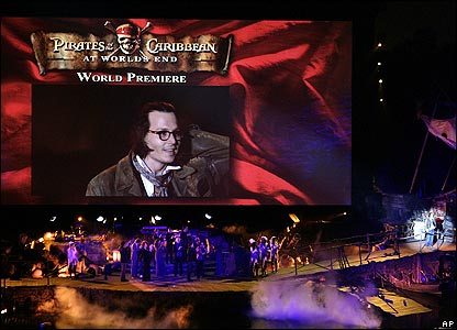 Johnny Depp on screen at premiere of Pirates of the Caribbean: At World's End