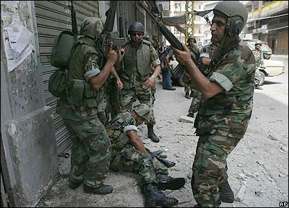 Lebanese troops prepare for an assault in Tripoli