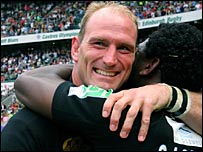 Lawrence Dallaglio embraces Wasps winger Paul Sackey