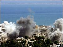 اعمدة دخان جراء القصف الاثنين