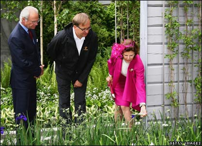Queen Silvia of Sweden and King Carl XVI Gustaf of Sweden tour gardens at Chelsea Flower Show