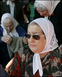 Hebe Bonafini  (front) with other mothers in a photo from April 2007