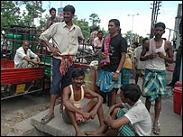 Hindi speaking migrants preparing to leave for Bihar