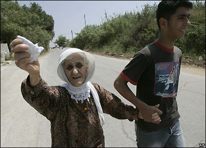 Refugees leave Nahr el-Bared camp in northern Lebanon - 23/05/2007