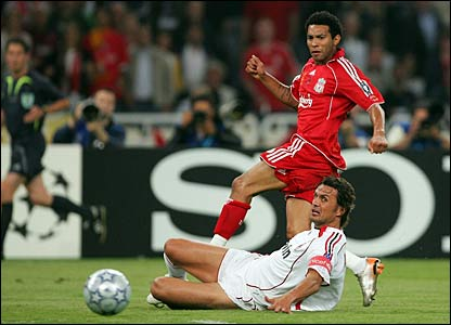 Liverpool's Jermaine Pennant shoots