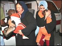 Mujeres y niños en un hospital de Gaza