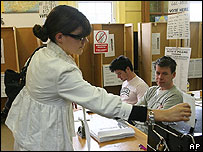 Voting in north Dublin, 24 May 07