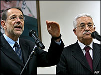 Palestinian President Mahmoud Abbas (R) and EU foreign policy chief Javier Solana