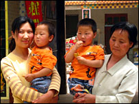 From left to right : mother Lou Yuan Mei holding twin Lin Kai. Grandmother Zhang Wei Mei holding twin Lin Da