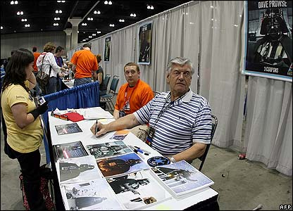 Actor David Prowse available for autographs