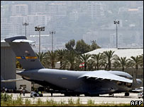 A US aircraft unloads military aid at Beirut airport, 26 May 2007