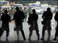Efectivos desplazados en la sede de RCTV en Caracas