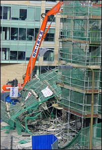 Collapsed scaffolding on the GPO building (Picture taken by Jehane Barbour)