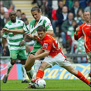 Hoolahan and Cohen tangle in the early stages