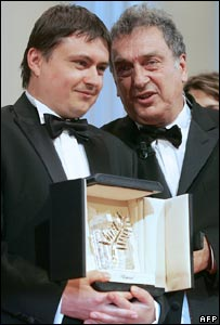 Directors Cristian Mungiu (l) and Stephen Frears