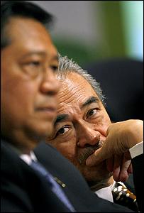 رئيس الوزراء الماليزي عبد الله أحمد بدوي والرئيس الاندونيسي